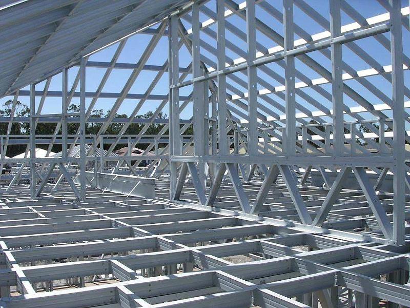 钢结构夹层选用木板有什么优势?