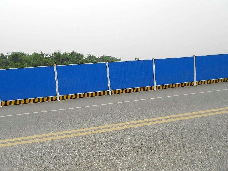 安装彩钢板围挡需要注意什么问题?