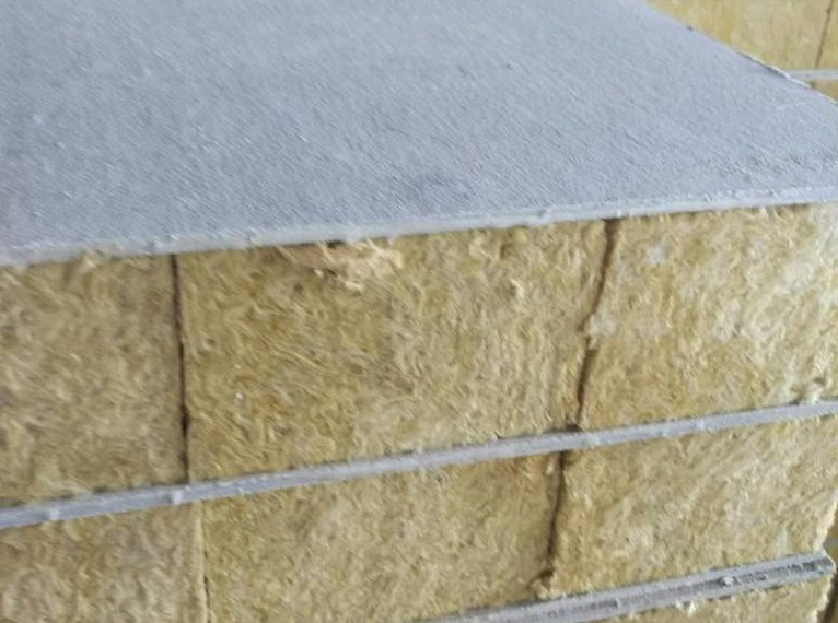 镀锌烘道岩棉夹芯板的价格影响因素